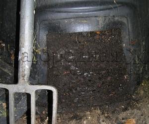 Компостный ящик (контейнер для компоста) с готовым компостом, который легко доставать