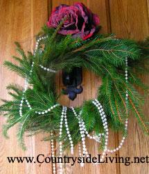 Как сделать рождественский венок из шишек своими