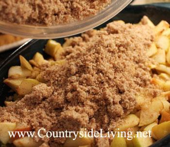 Как приготовить яблочный крамбл