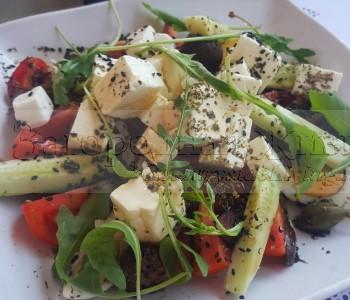 Салат греческий из помидоров, огурцов, оливок и сыра фета. Рецепт