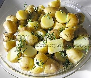 Картофель, запеченный в духовке в мундире с розмарином. Рецепт, фото