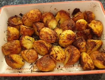 Картофель в духовке с хрустящей корочкой сверху и мягкий внутри. Рецепт, фото