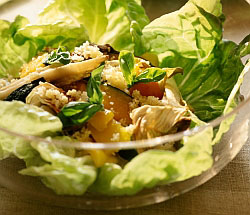 Салат из свежих овощей и салатного микса