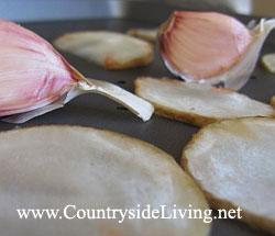 Суп-пюре из топинамбура с печеным чесноком и чипсами из топинамбура. Рецепт, приготовление