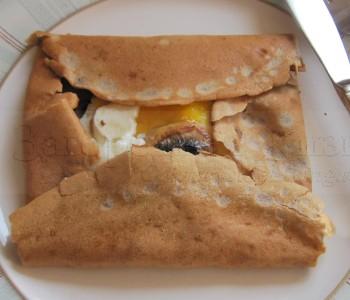 Блин гречневый - бретонская галета - с яичницей и грибами. Galette bretonne